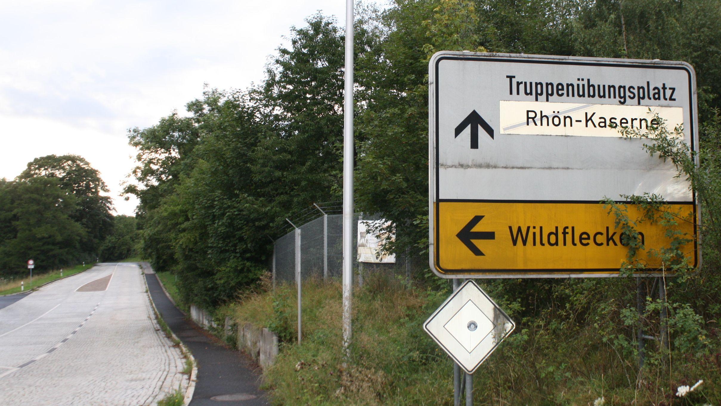 """Schild """"Truppenübungsplatz - Rhön-Kaserne"""""""