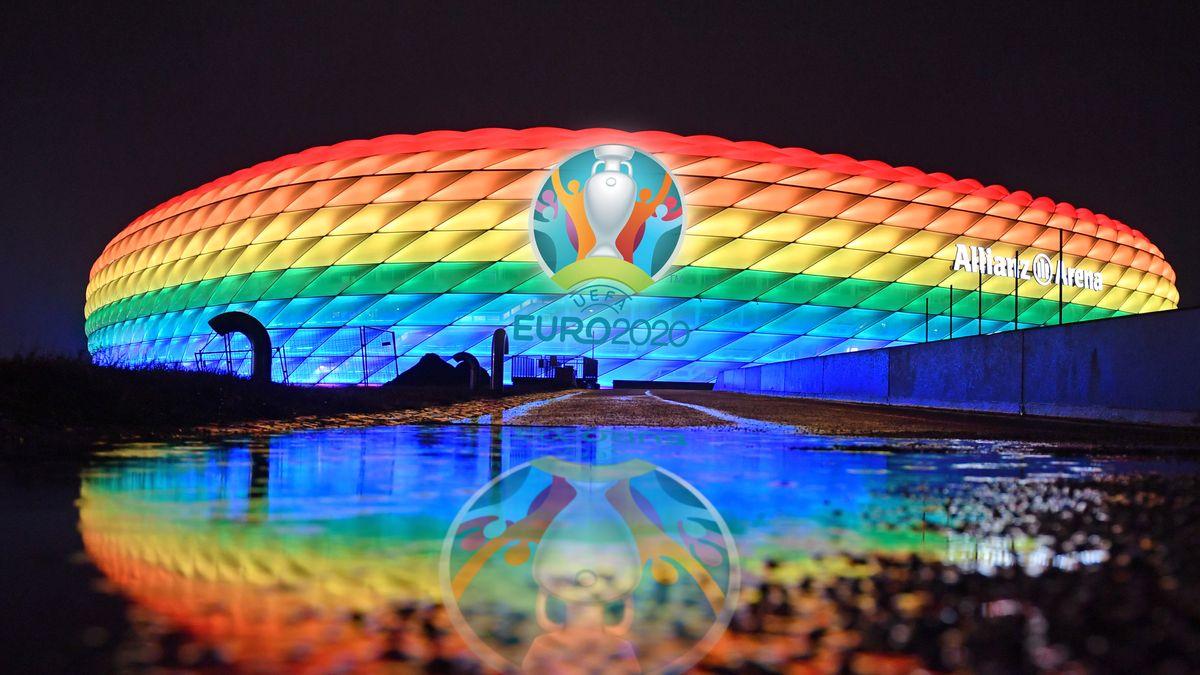 Münchner Stadion erleuchtete im Januar in Regenbogenfarben
