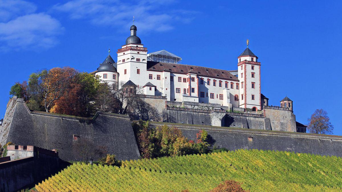 """Das """"Museum für Franken"""" befindet sich auf der Festung Marienberg hoch über Würzburg ."""