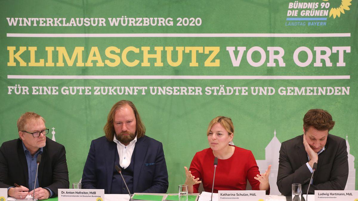 Bundestags-Fraktionschef Anton Hofreiter beehrte die bayerischen Grünen zum Ende ihrer Klausurtagung in Würzburg.