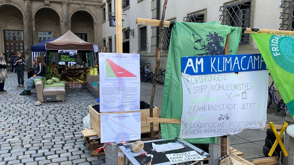 Die Aktivisten demonstrieren seit etwa zwei Wochen