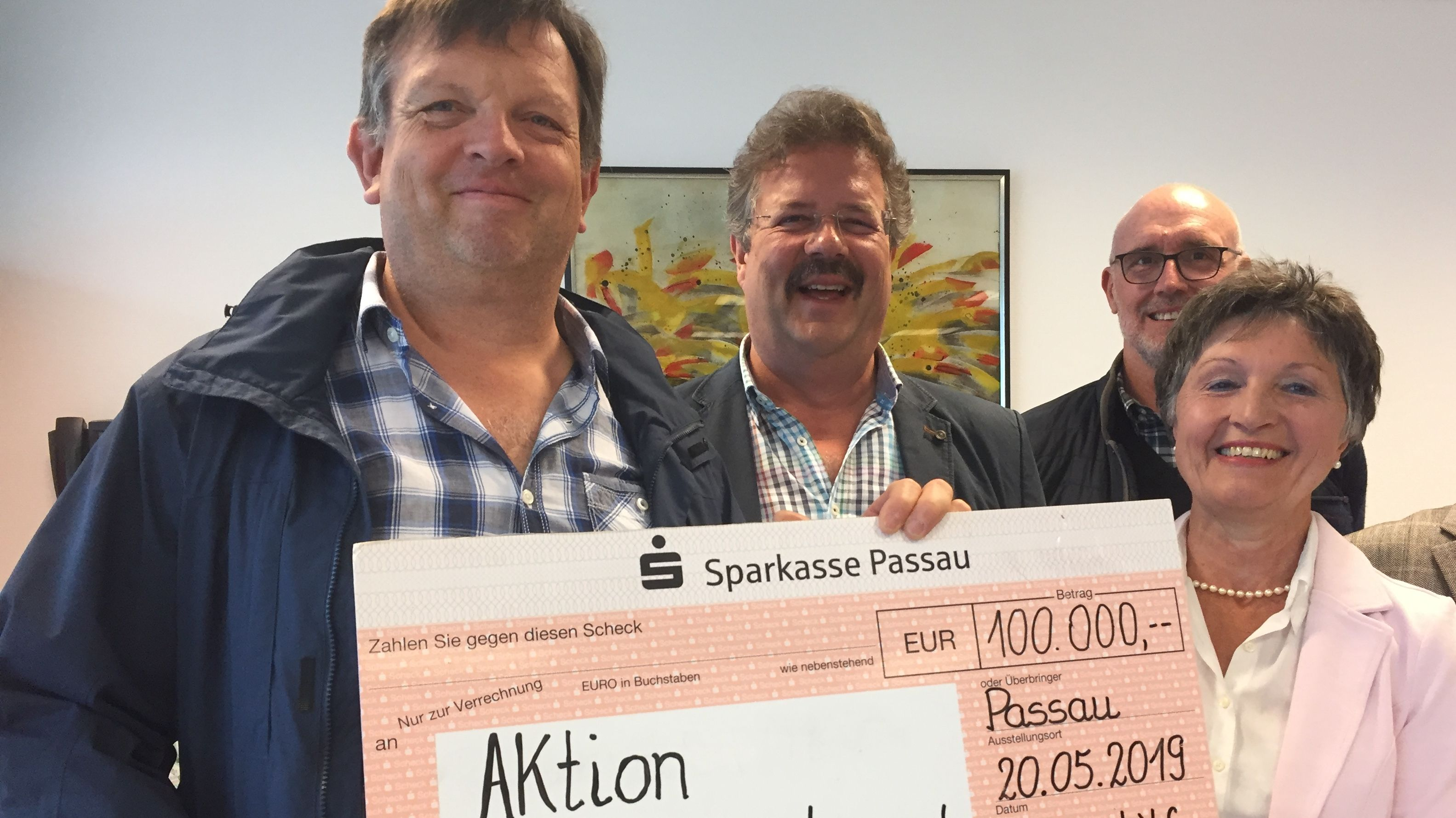 """Mega-Spende aus Passau für """"Aktion Knochenmarkspende"""""""