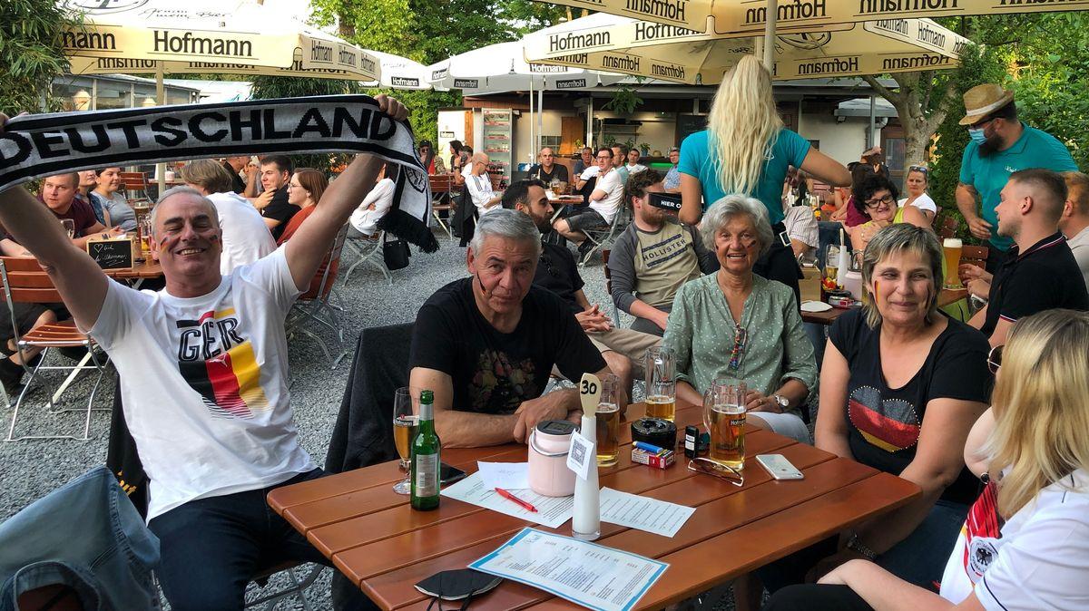 Zwischen Freude und Enttäuschung beim Public Viewing in Franken.