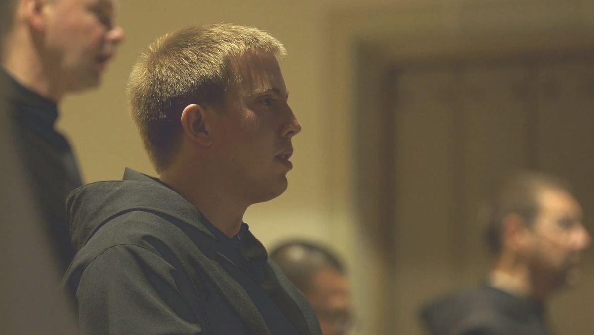 Der 27-jährige Max will in ein Kloster nach Israel.