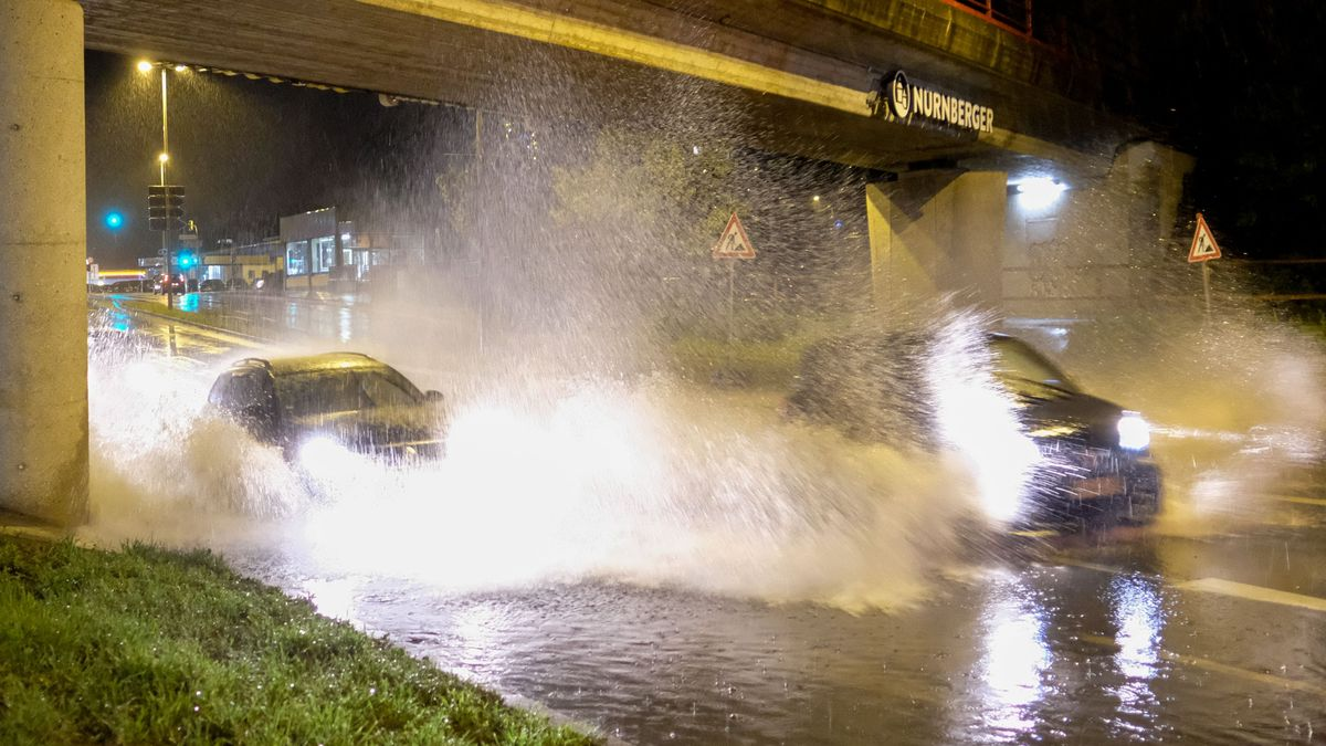 Unwetter in Mittelfranken: Unterführungen in Nürnberg überschwemmt