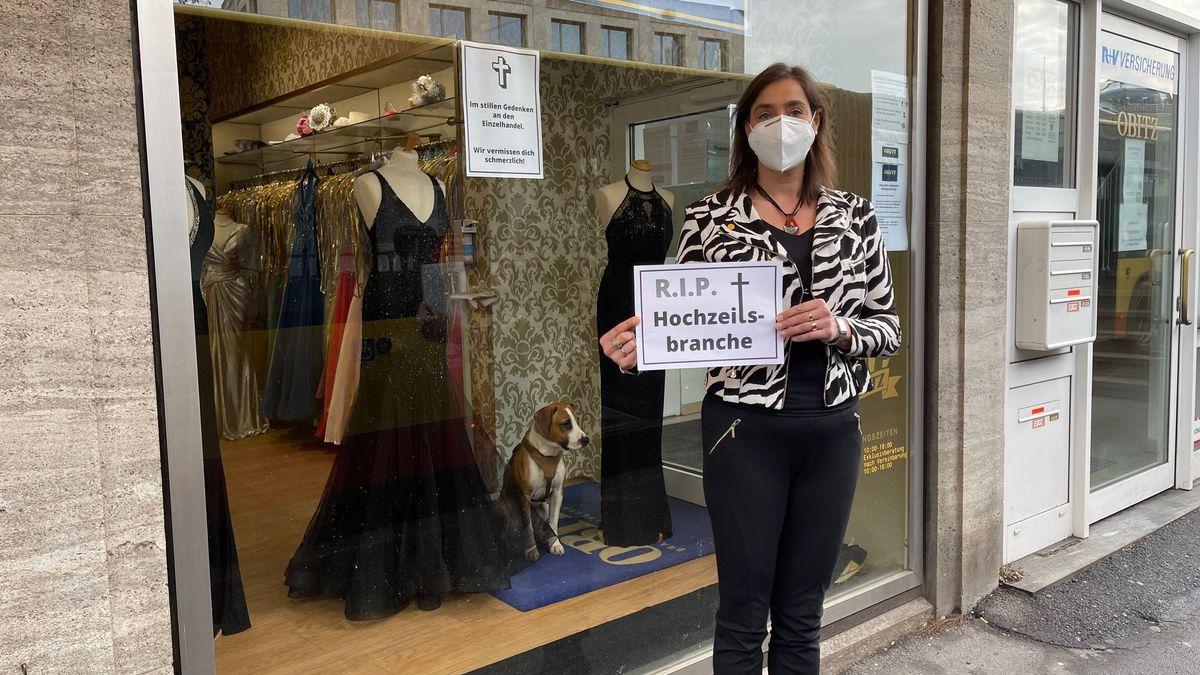 """Martina Mahlo, Inhaberin des Braut-und Abendmodeladens """"Obitz"""" in Würzburg"""