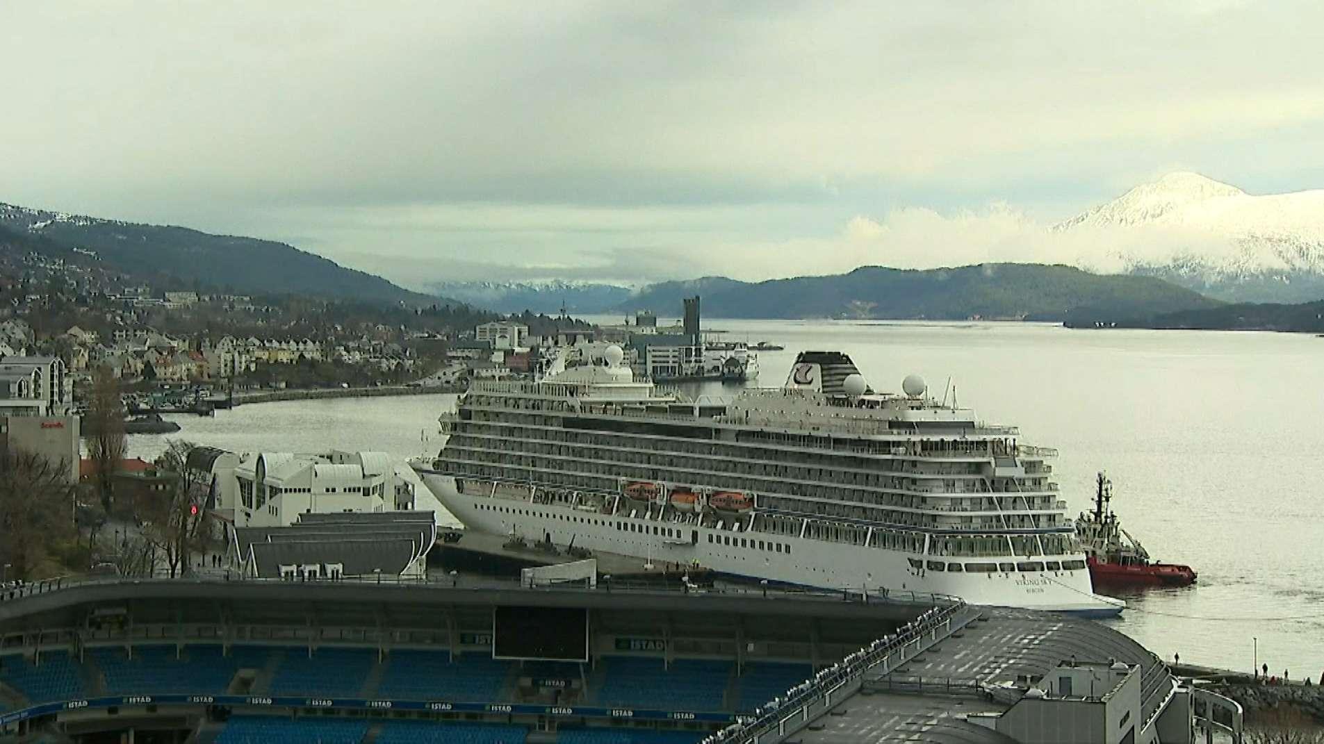 "Kreuzfahrtschiff ""Viking Sky"" im Hafen"