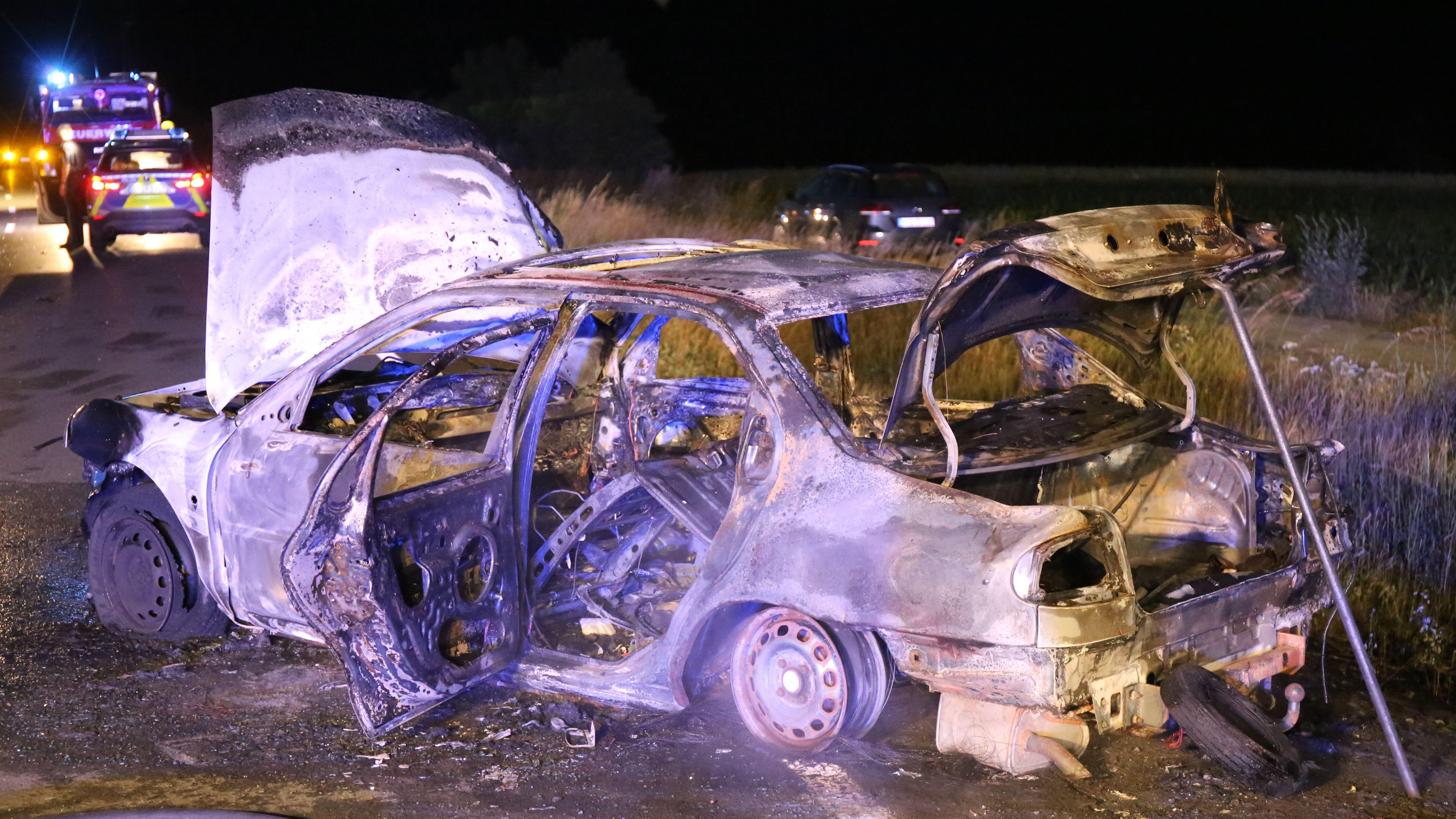 ausgebranntes Auto nach Unfall