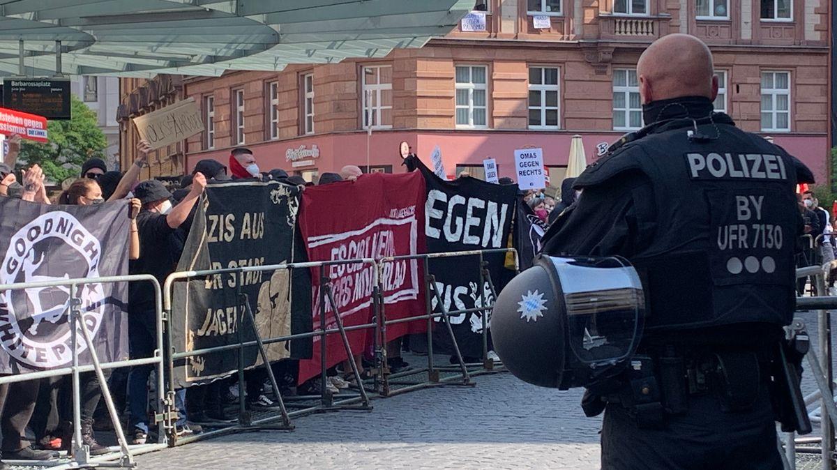 Demonstranten gegen rechtsextreme Kundgebung in Würzburg