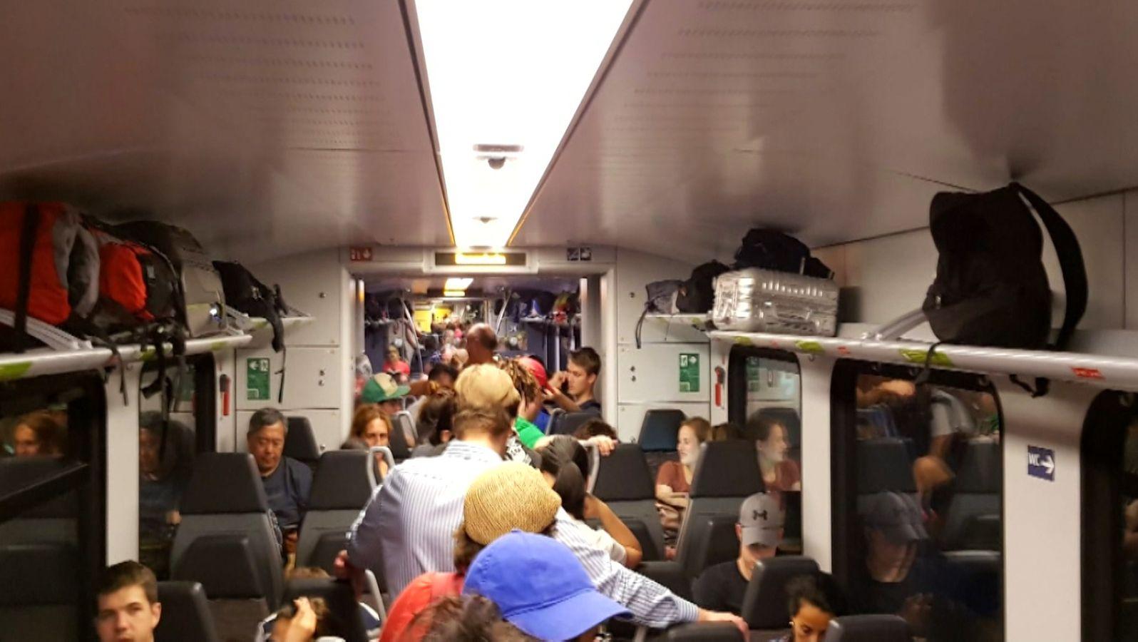 Stundenlang Mussten 600 Gäste In Einem Liegengebliebenen Meridian Zug Ausharren Für Die Strapazen Sollen Sie Nun Entschädigt Werden