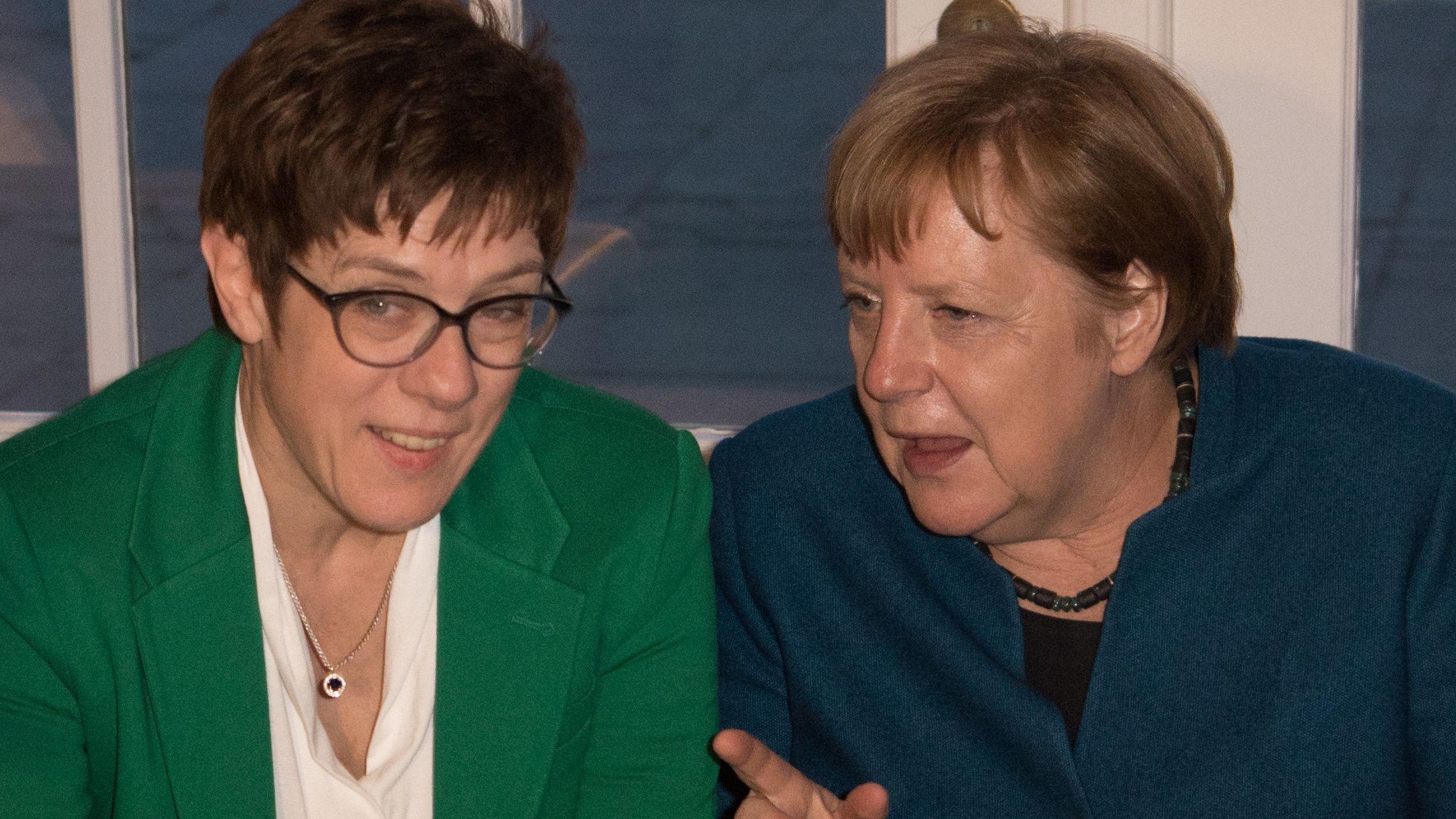 Die CDU-Vorsitzende Kramp-Karrenbauer und Bundeskanzlerin Merkel