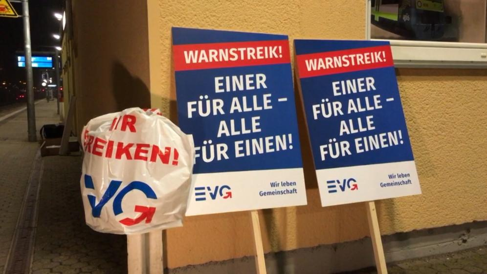 Warnstreik-Plakat der EVG   Bild:BR/Bastian Kellermeier