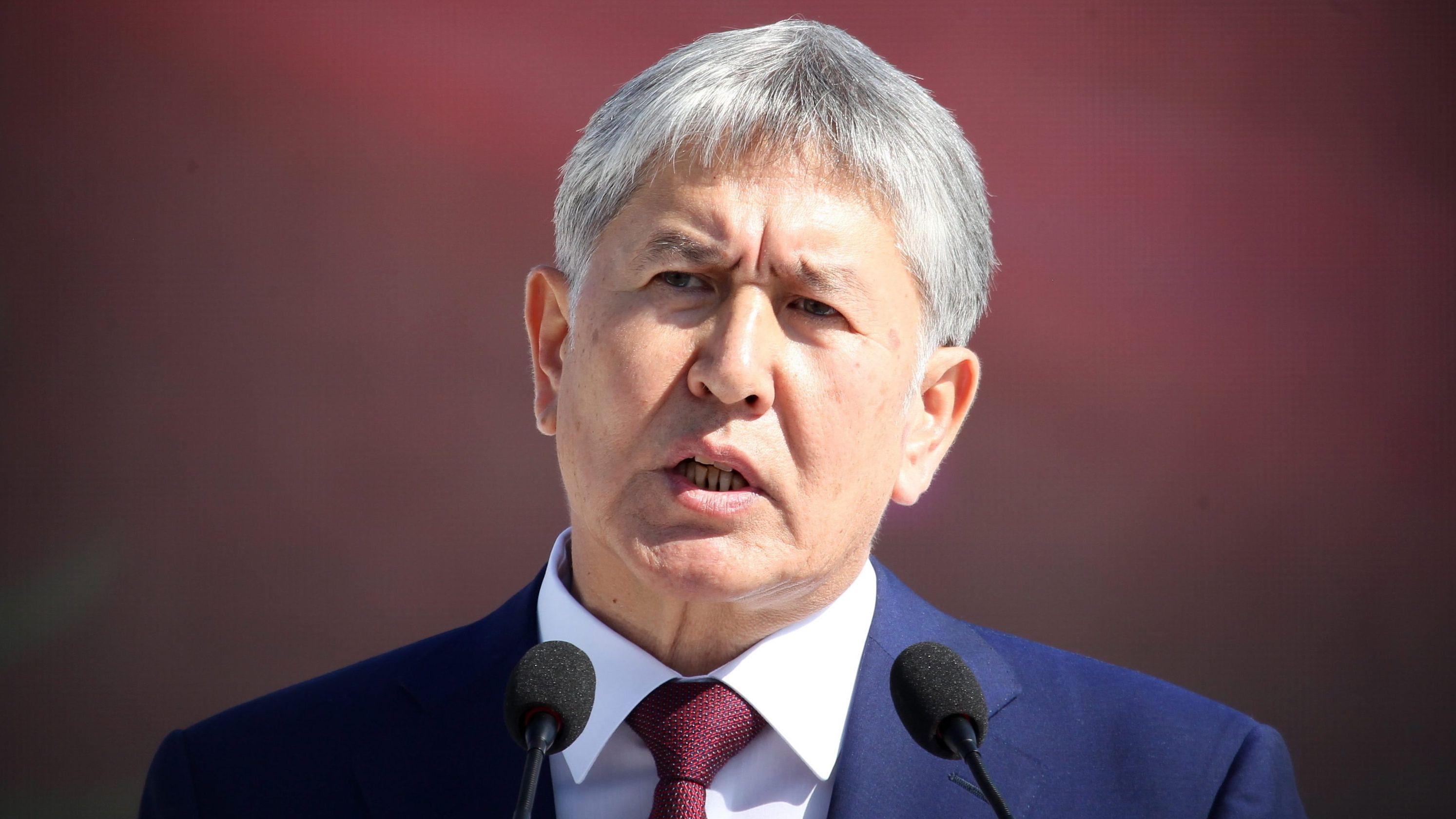 31.08.2016, Kirgistan: Almasbek Atambajew, damaliger Präsident von  Kirgistan, spricht auf einer Parade zum Unabhängigkeitstag