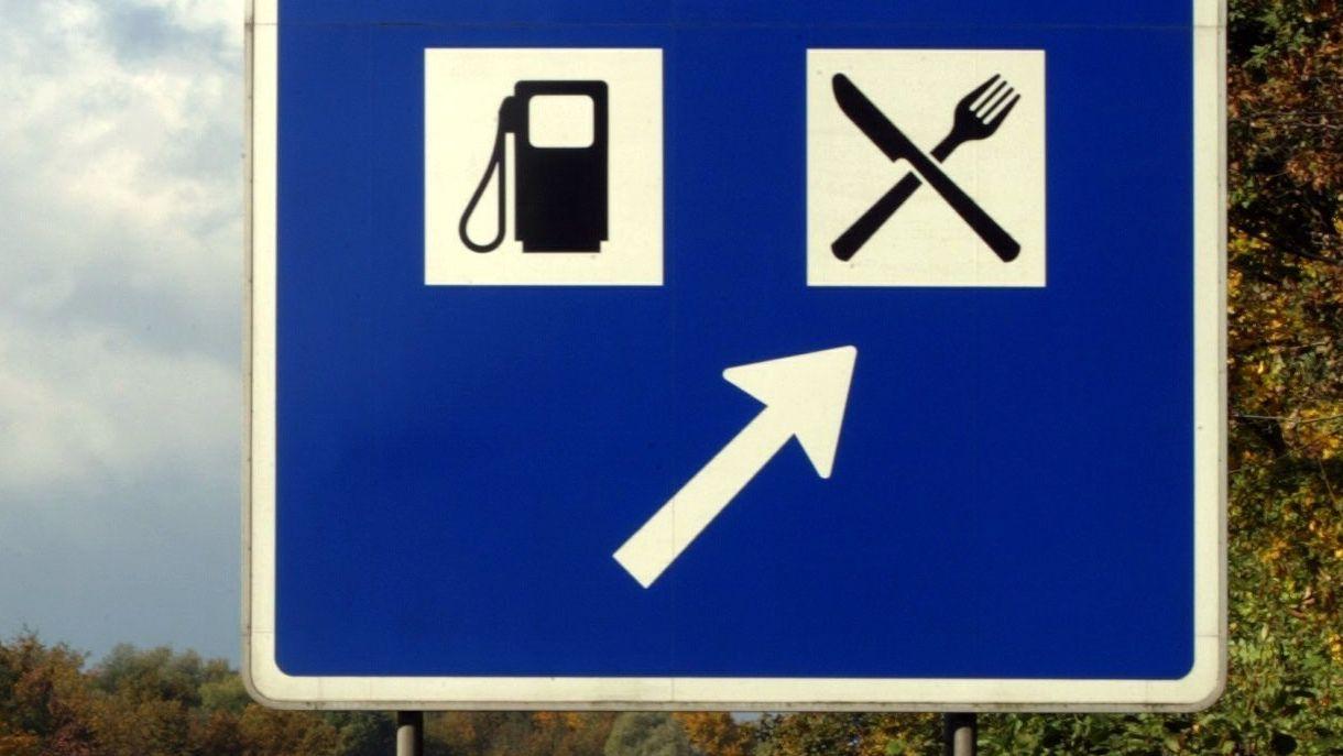 Schild: Autobahntankstelle, Autobahnraststätte