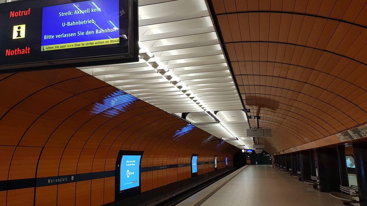 Menschenleerer Bahnsteig am U-Bahnhof Marienplatz