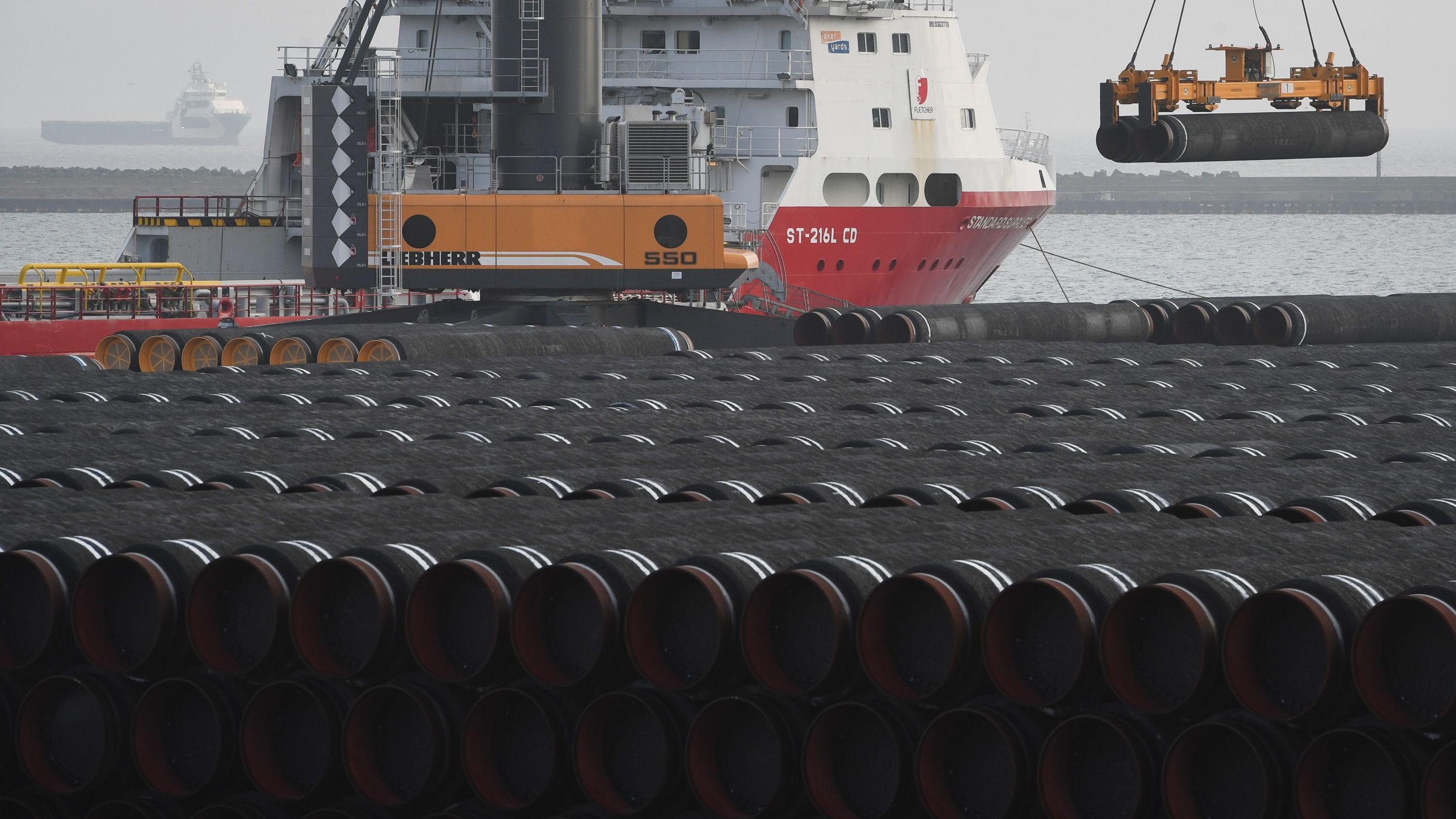 Hafen mit Containerschiff