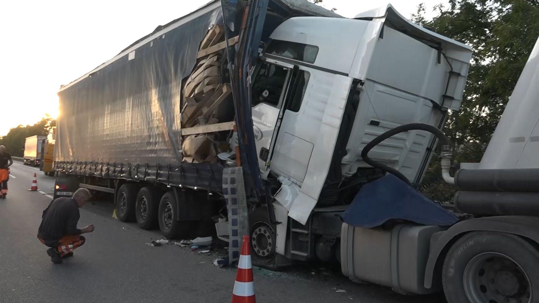 Auf der A3 sind am späten Nachmittag bei Wörth an der Donau drei Sattelschlepper zusammengekracht. Dabei gab es mehrere Verletzte.
