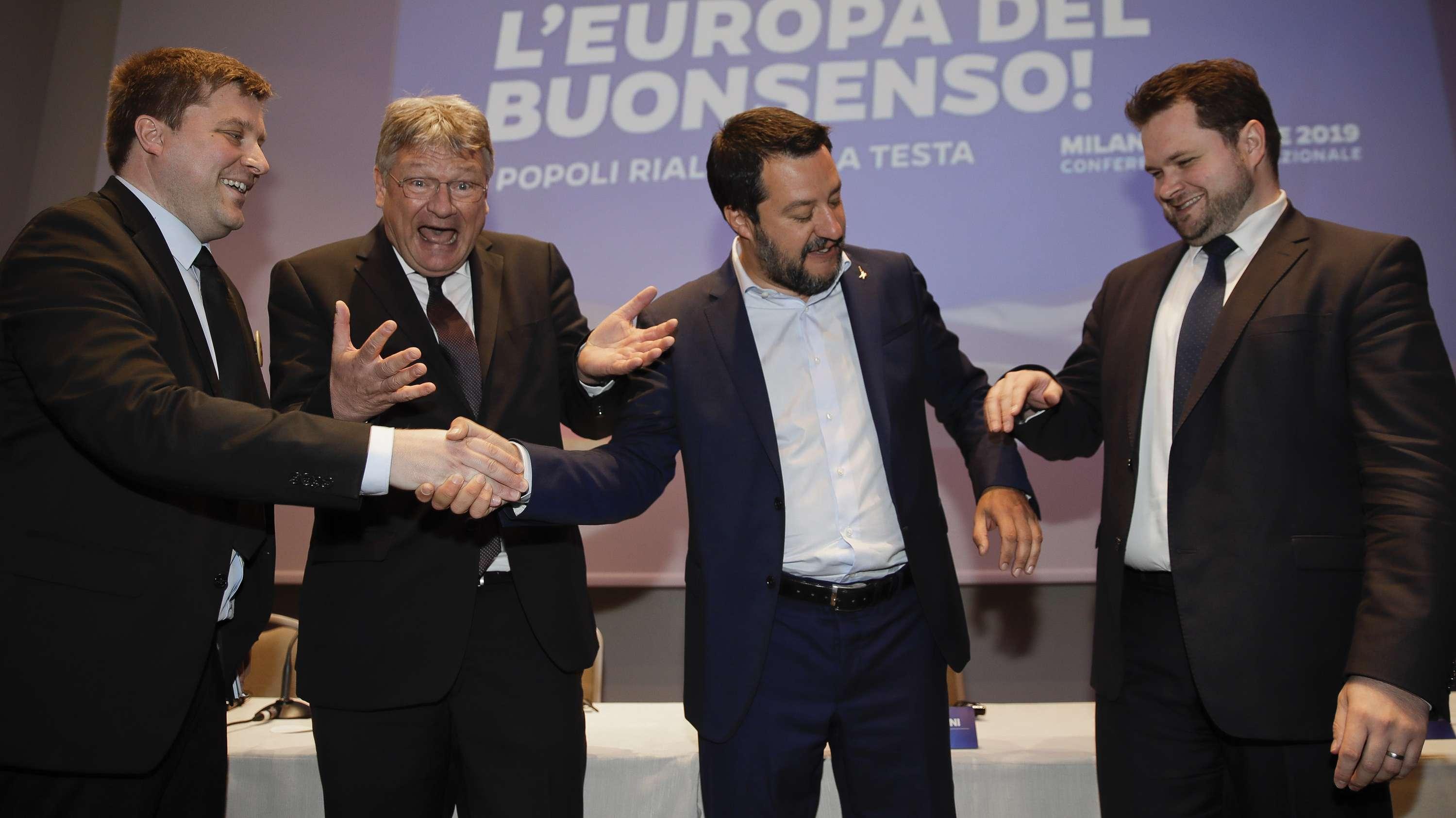 """Gruppenbild mit dem Europa-Parlamentarier Olli Kotro (""""Die Finnen""""), AfD-Chef Jörg Meuthen, Italiens Innenminister Matteo Salvini und Anders Vistisen, Mitglied des Europäischen Parlaments für die Dänische Volkspartei"""