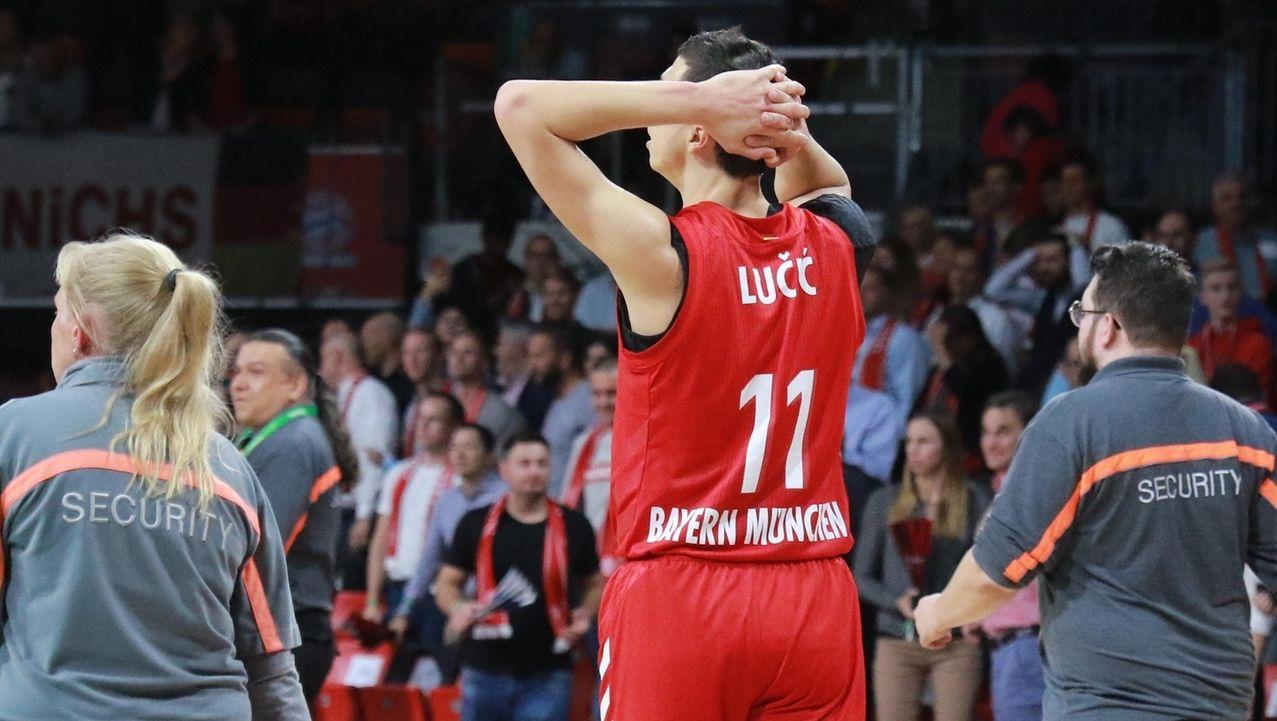 Vladimir Lucic (FC Bayern) verzweifelt am Spielende.