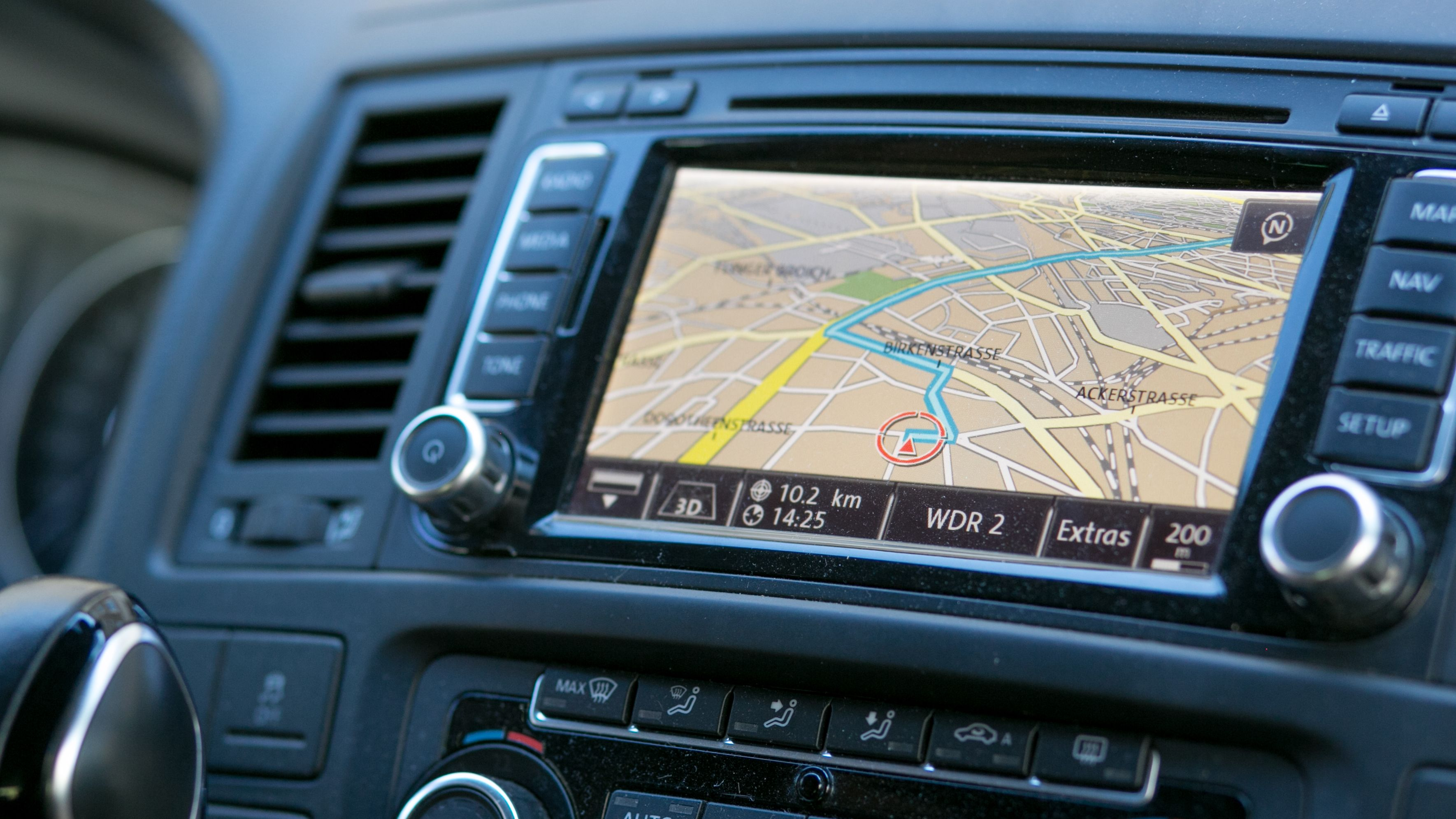 Ein Navigationsgerät in einem Auto