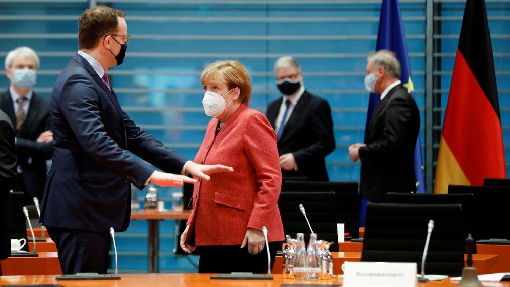 Spahn und Merkel | Bild:Reuters/Markus Schreiber