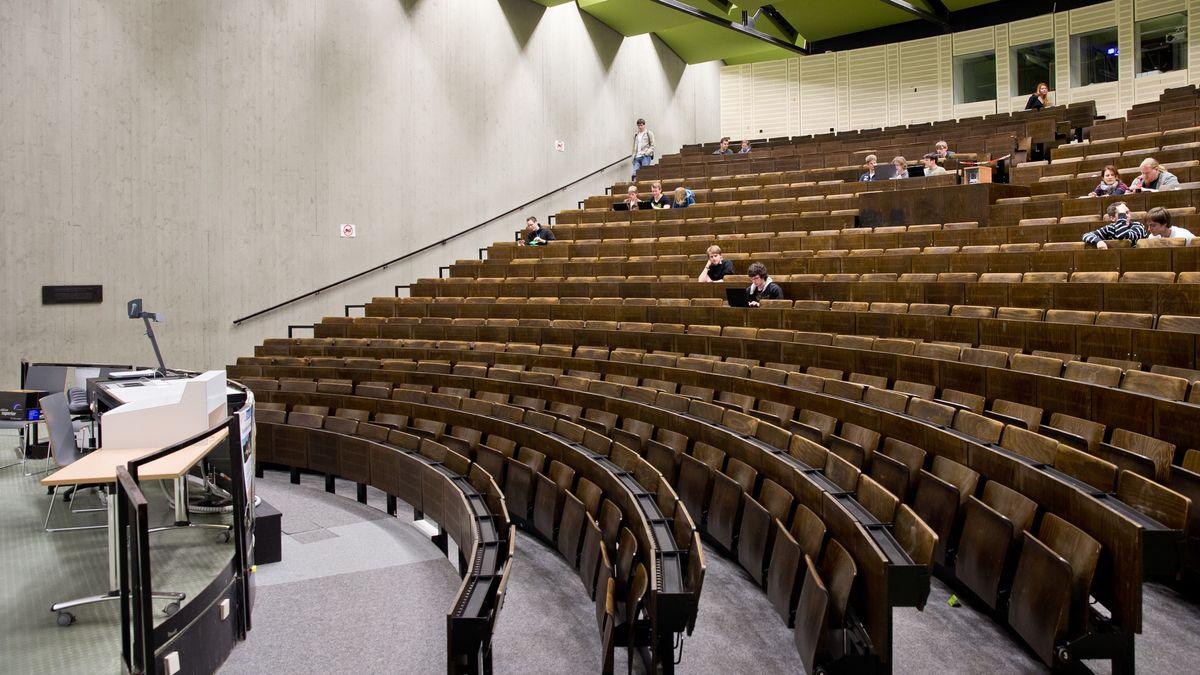 Ein Hörsaal an der Universität Erlangen-Nürnberg, aufgenommen im Mai 2013 - also lange vor der Corona-Pandemie.