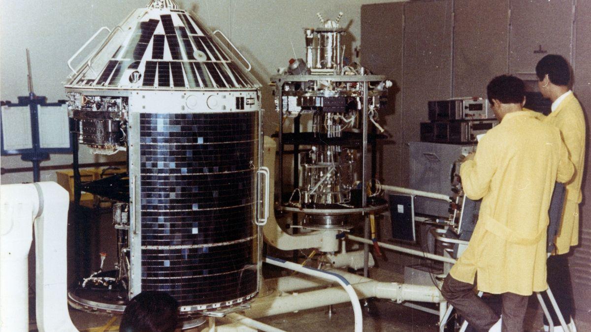 Forschungssatellit Azur im Integrationsraum