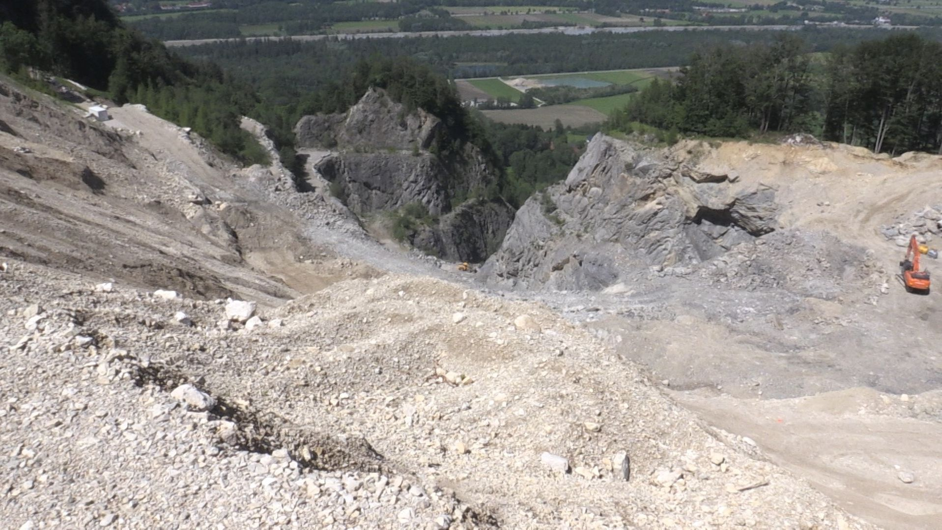 Der Steinbruch am Heuberg, Blick von oben.