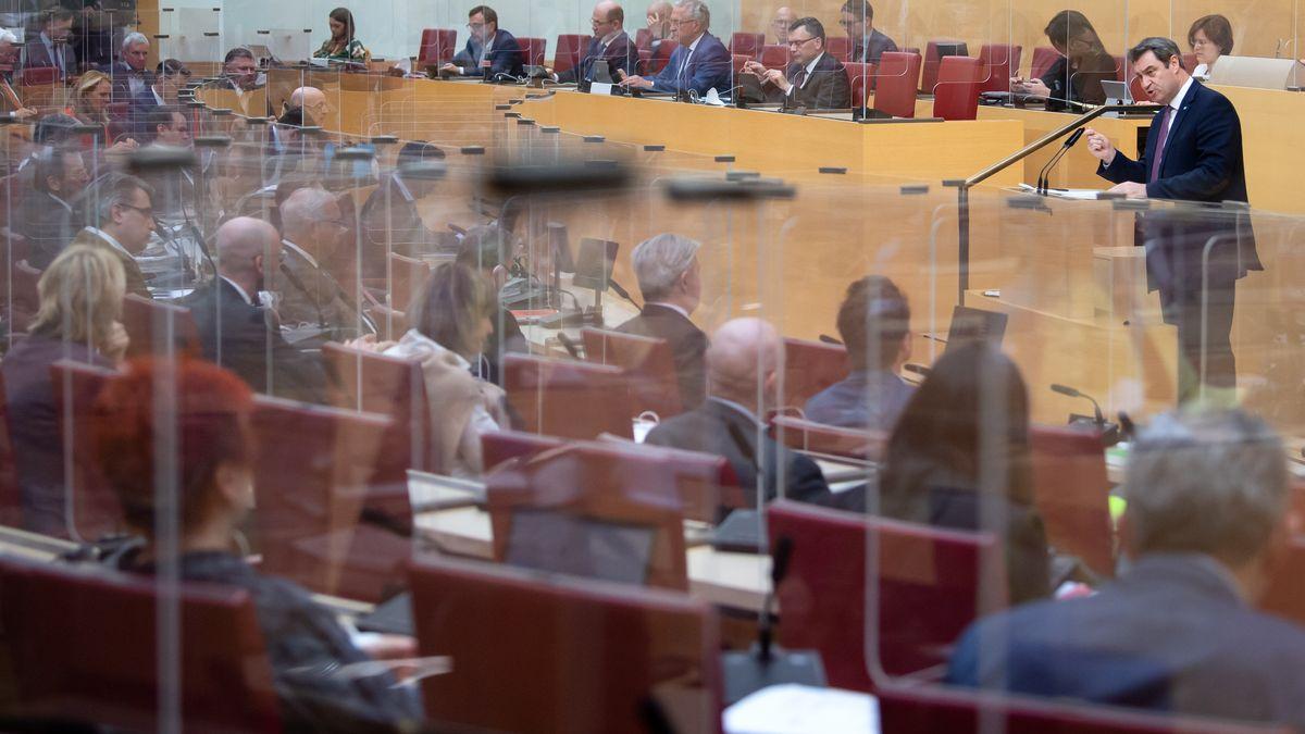 """Söder zu Oster-Kehrtwende: """"Es tut auch mir leid"""" - Kontroverse Debatte"""