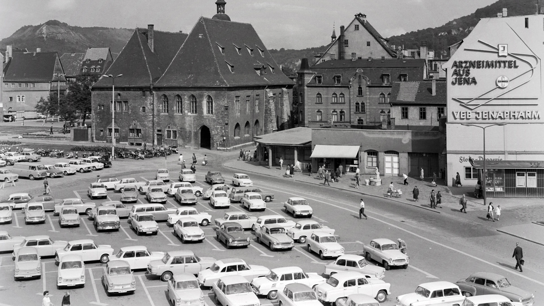 Trabbiparkplatz in Jena (um 1970)