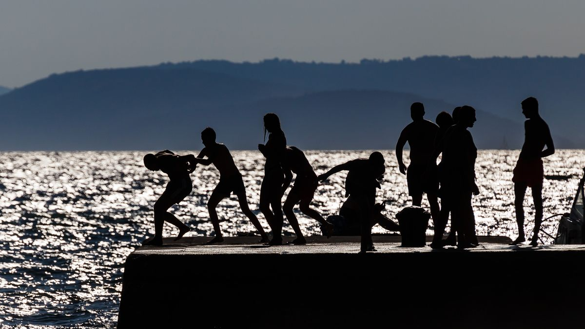 Junge Leute in Podstrana in Kroatien (Symbolbild)