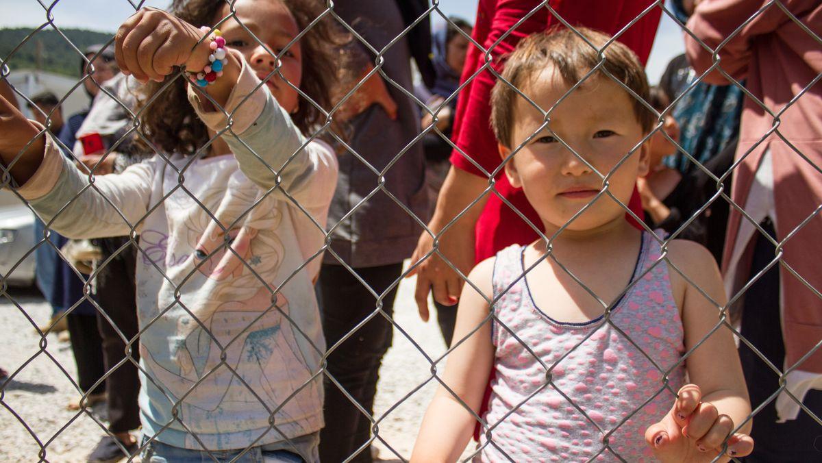 Flüchtlingskinder in einem Flüchtlingslager in Athen.