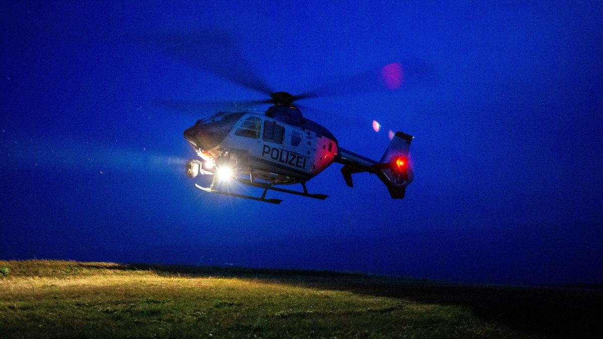 Ein Polizeihubschrauber steigt in die Luft. (Symbolbild)