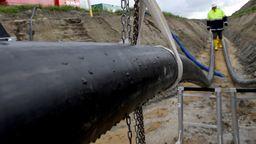 Der Südostlink soll ab dem Jahr 2025 Strom aus Norddeutschland in den Süden transportieren.  | Bild:picture alliance/Carsten Rehder/dpa