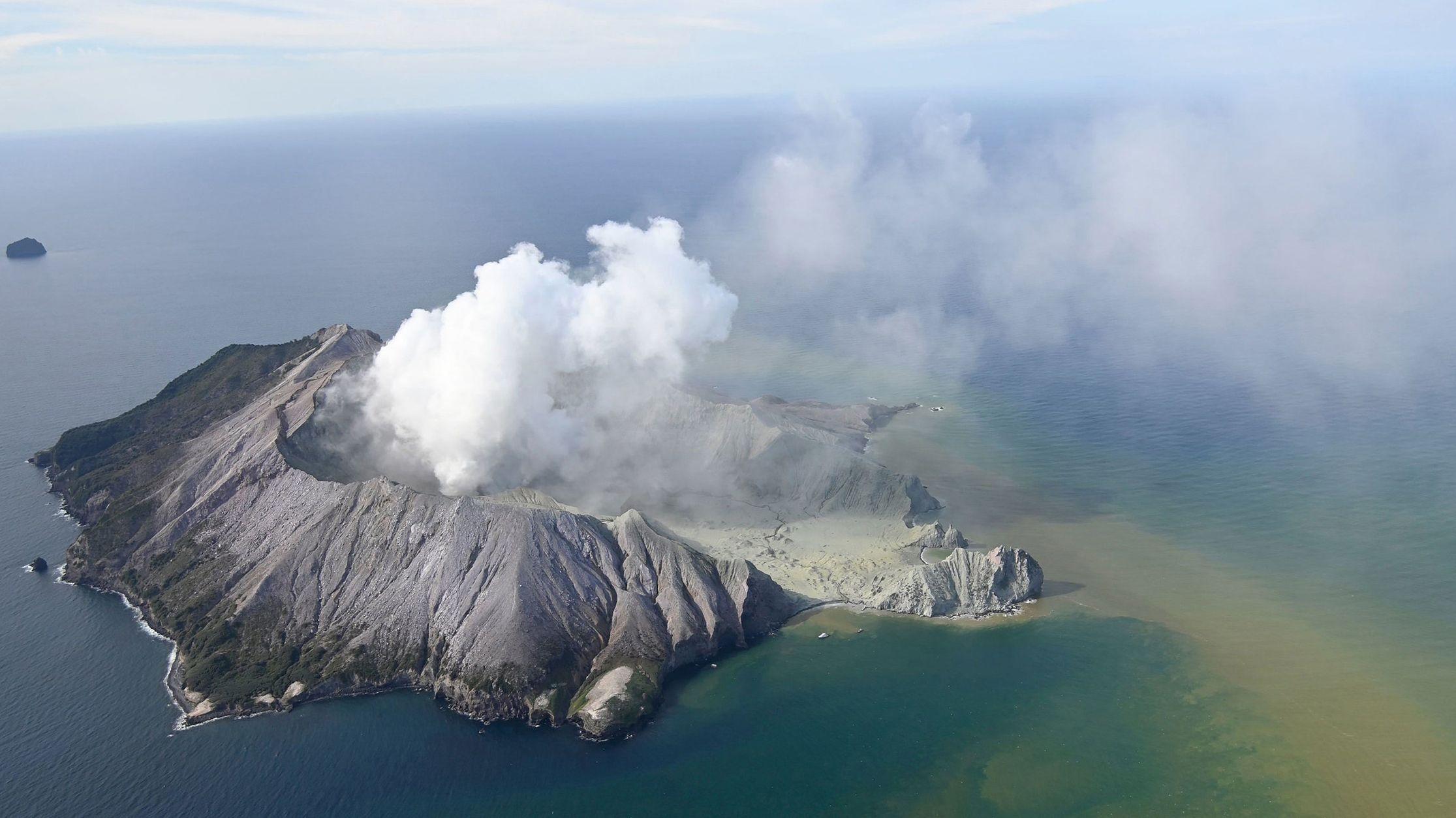 Neuseeland, White Island: White Island nach einem Vulkanausbruch. Nach einem Vulkanausbruch auf der neuseeländischen Insel White Island suchen die Rettungskräfte nach mehreren Vermissten.