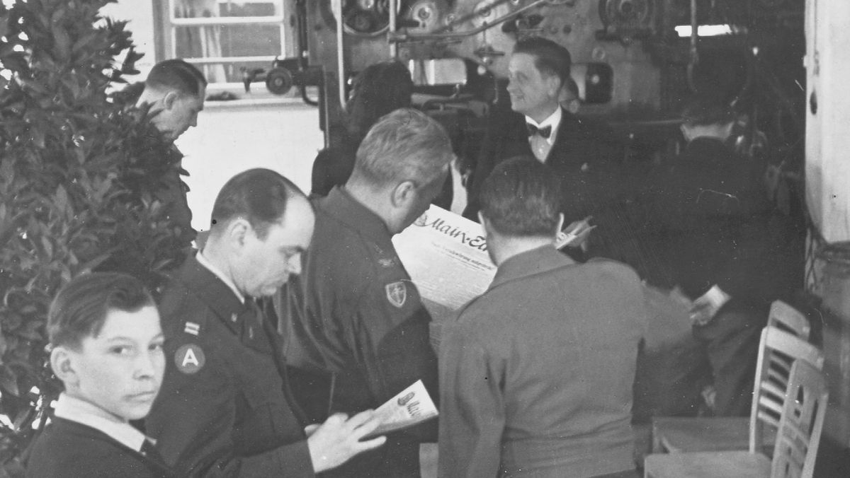 Aschaffenburg; Main-Echo, Inbetriebnahme der Rotationsmaschine durch die Amerikaner, August Gräf, Mae Mahon Main-Echo Archiv, April 1946