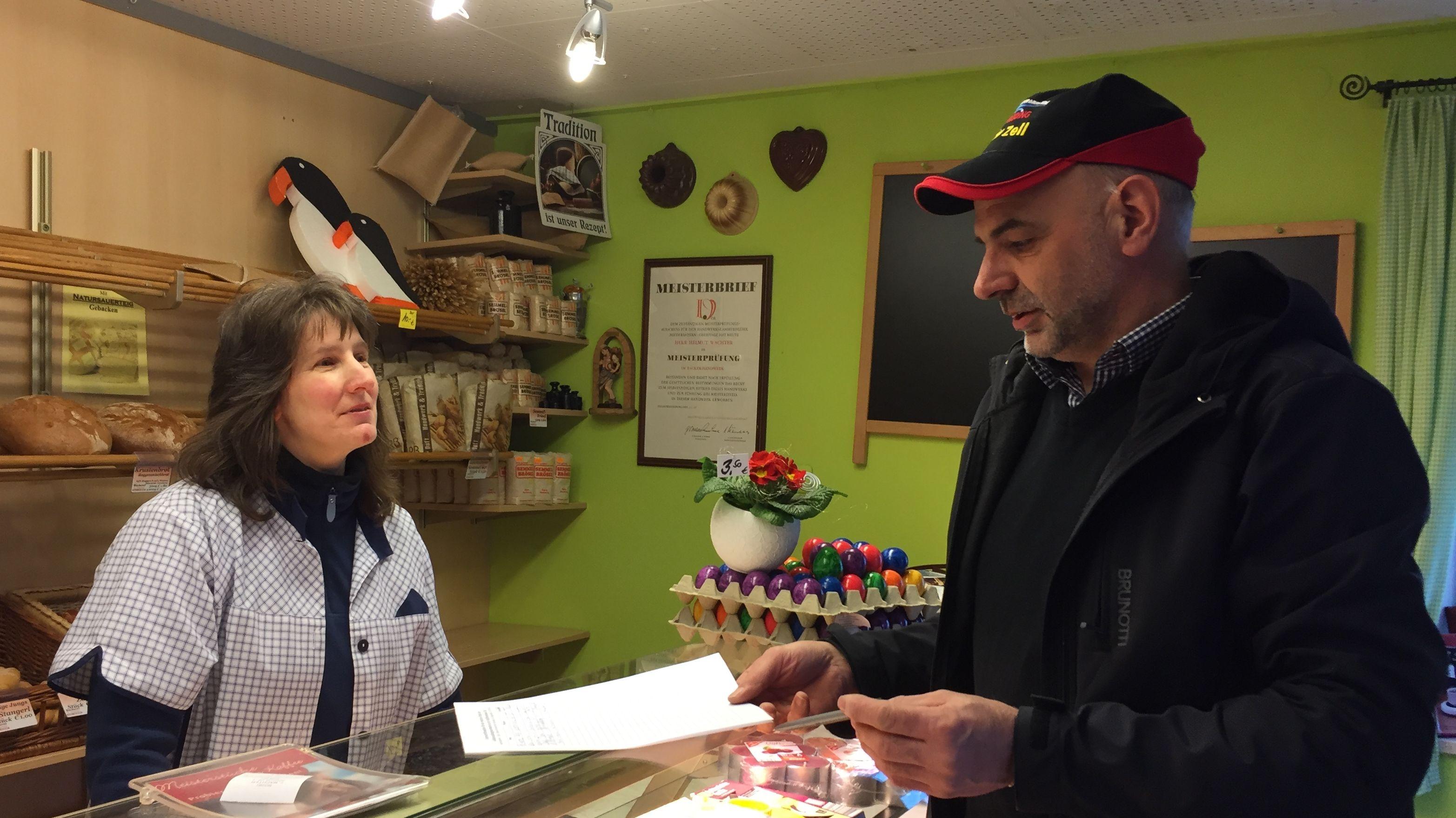 Der Bürgermeister von Zell, Thomas Schwarzfischer, hat eine Unterschriftenaktion gestartet, mit der er wenigstens den Geldautomaten retten will.