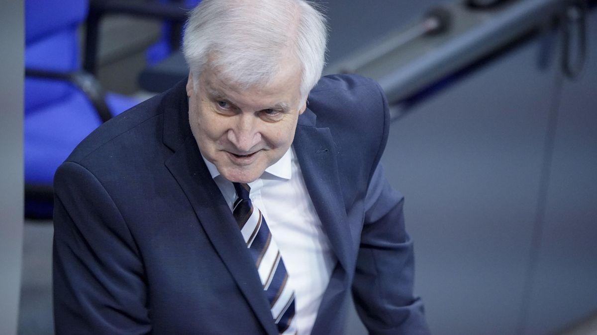 Horst Seehofer, Bundesminister des Innern, für Bau und Heimat, bei seiner Rede zur Haushaltsdebatte seines Ministeriums am Donnerstag.