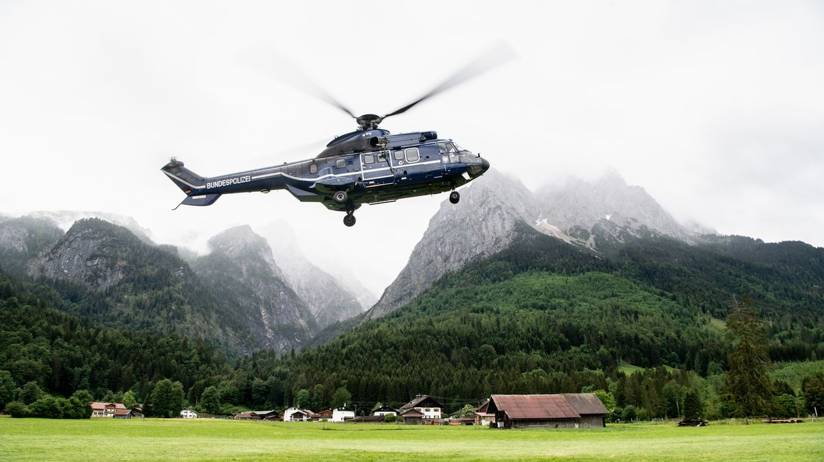 Wanderer nach Murenabgang mit Hubschraubern ins Tal gebracht