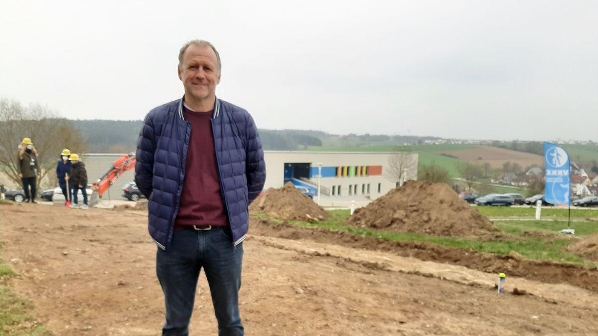 Ex-Fußball-Nationalspieler Hans Dorfner sammelt Spenden für den speziellen Spielplatz