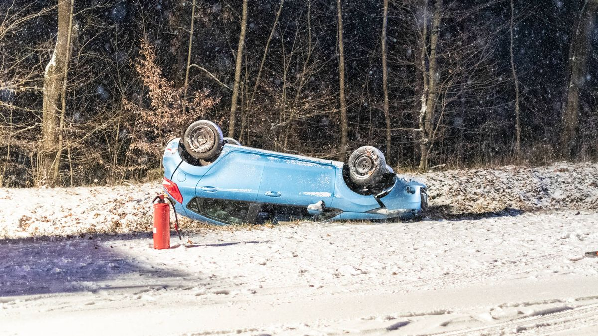 Wintereinbruch in Bayern - meist blieb es bei Blechschäden