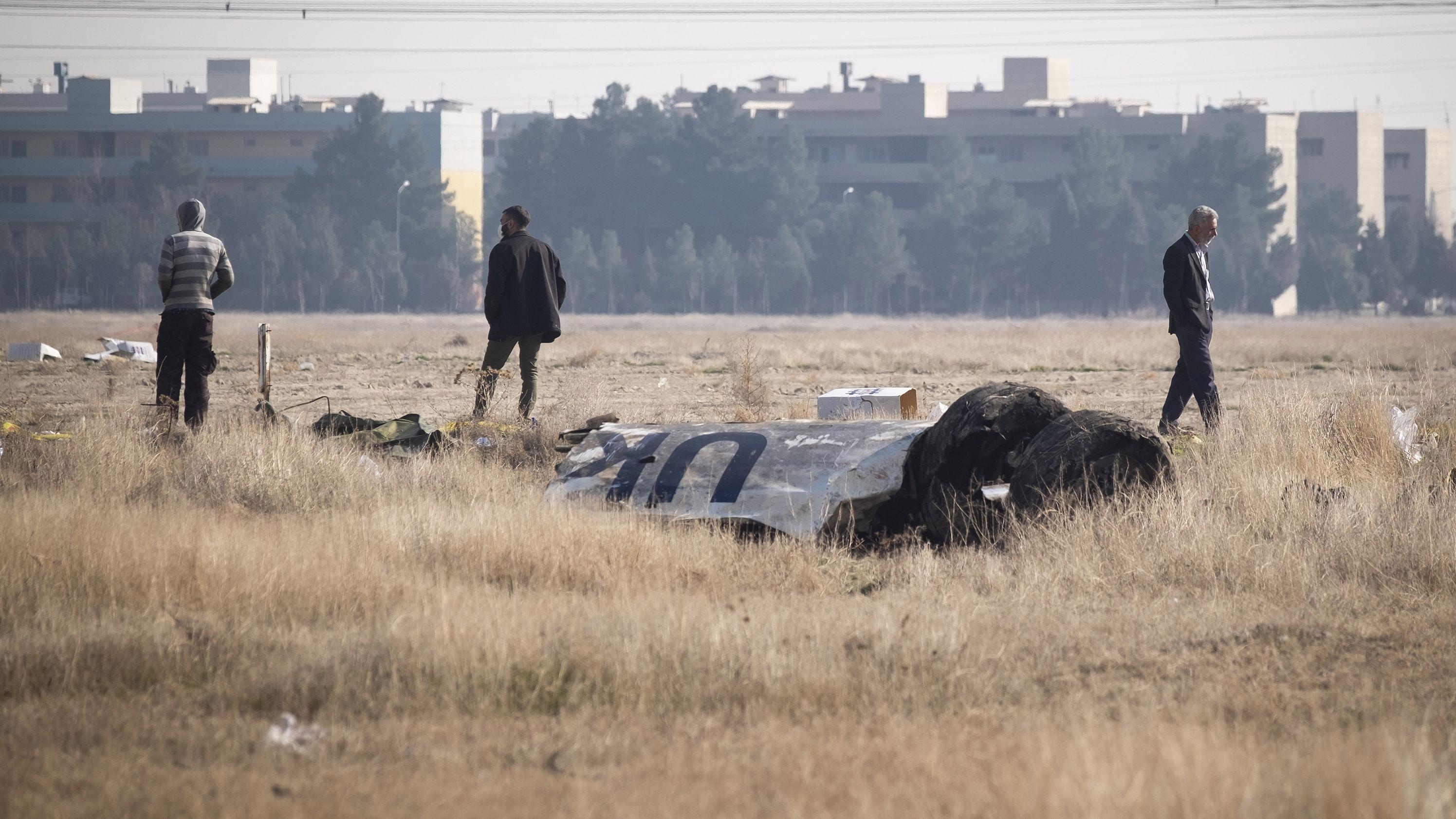 Wrackteil der abgestürzten Passagiermaschine nahe Teheran