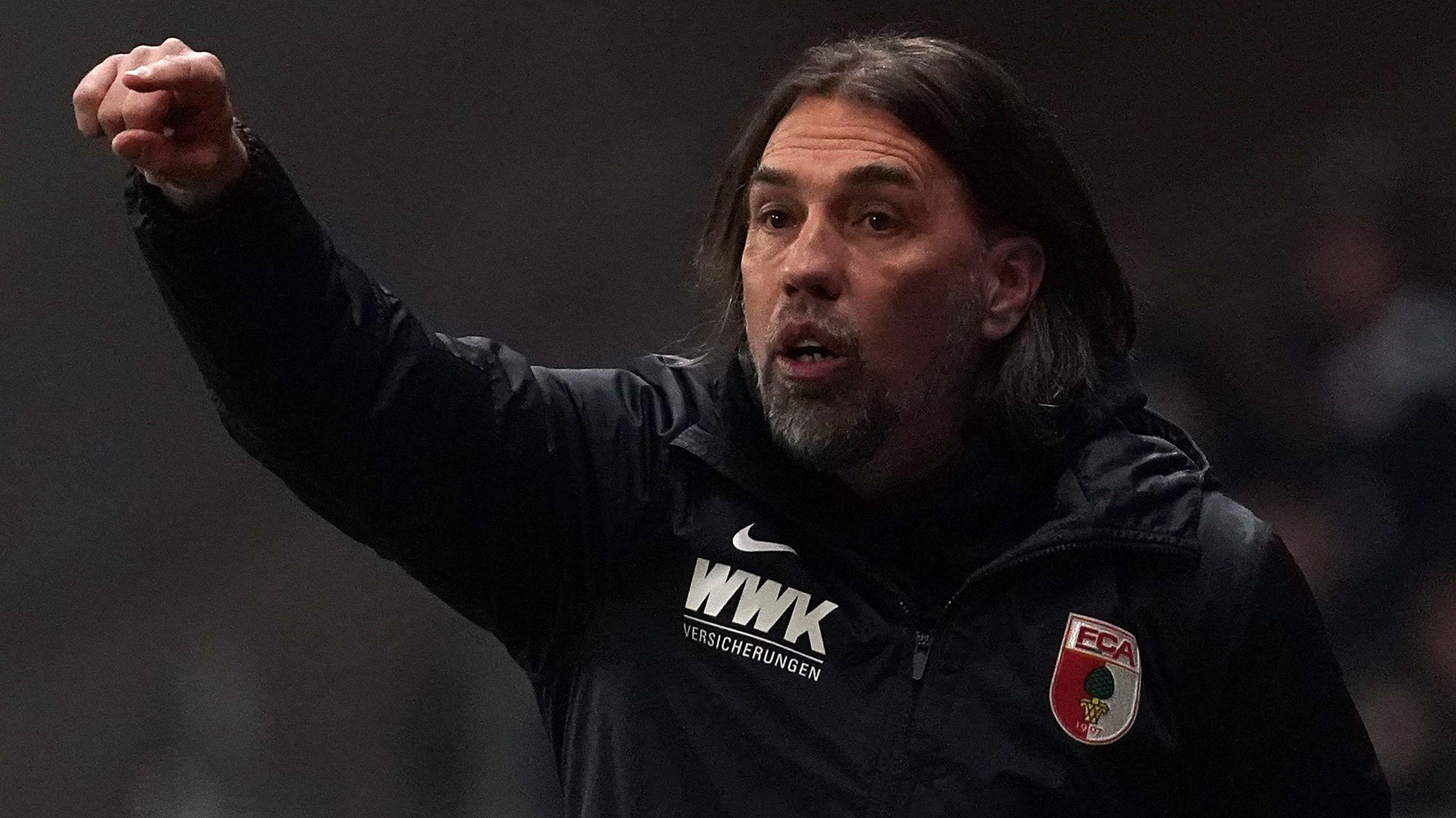 Augsburgs Trainer Martin Schmidt kündigt knallharte Analyse an.