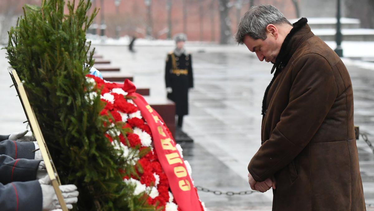 Markus Söder am Grabmal des unbekannten Soldaten
