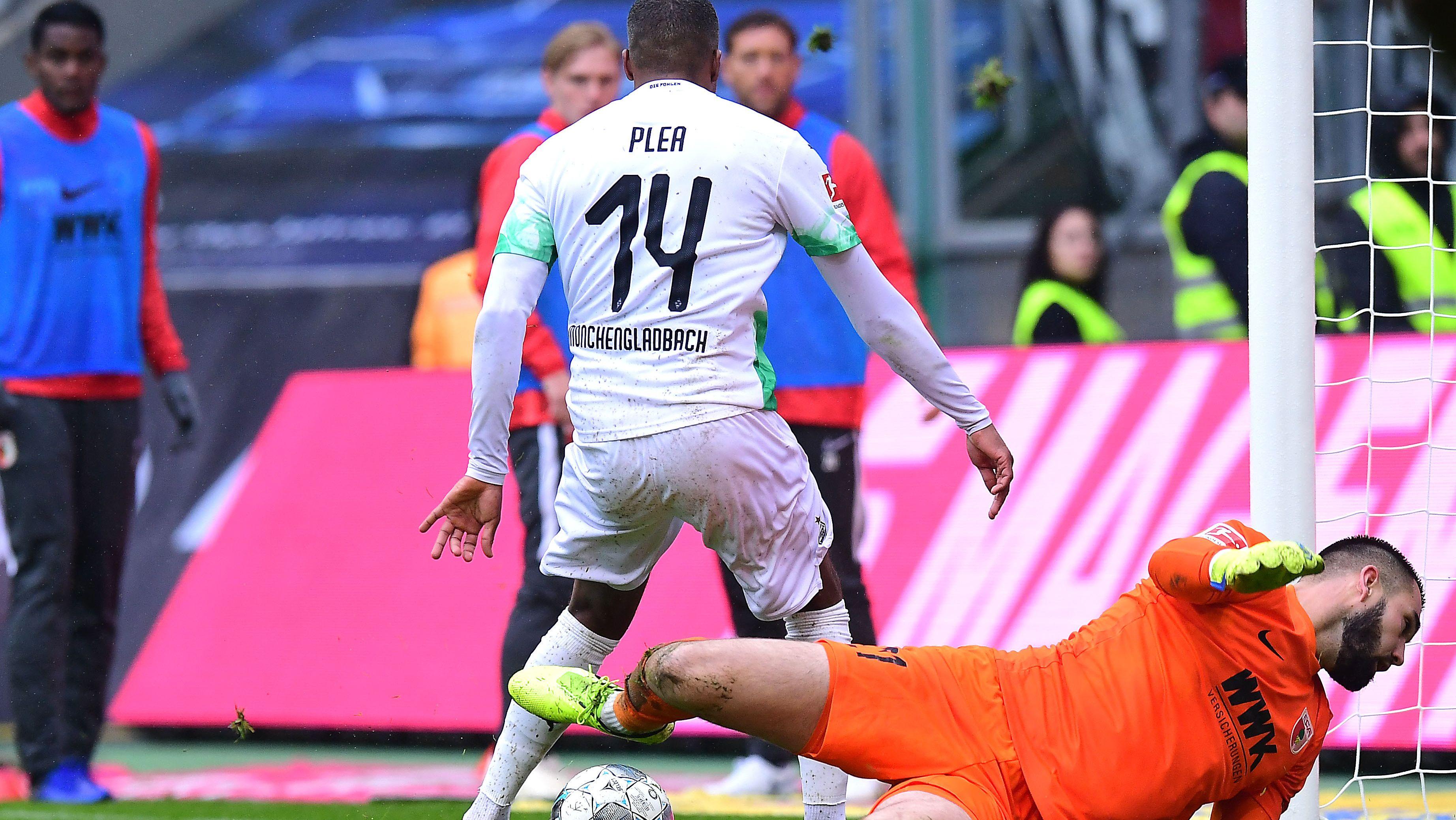 FCA-Torwart Tomas Koubek beim 4:0 der Gladbacher