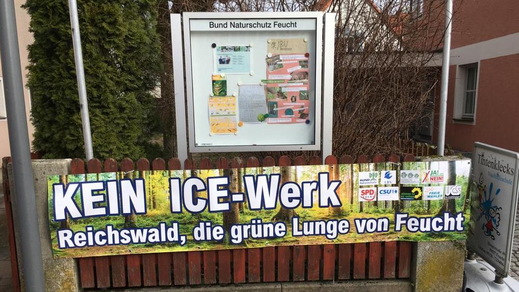 Protestplakat gegen geplanten Bau des ICE-Werks in Feucht