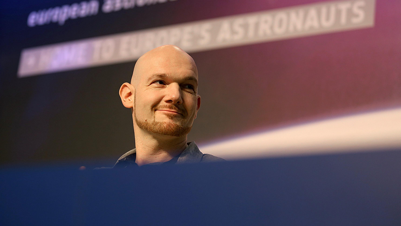 Alexander Gerst in Köln bei der ersten Pressekonferenz nach seiner Rückkehr auf die Erde
