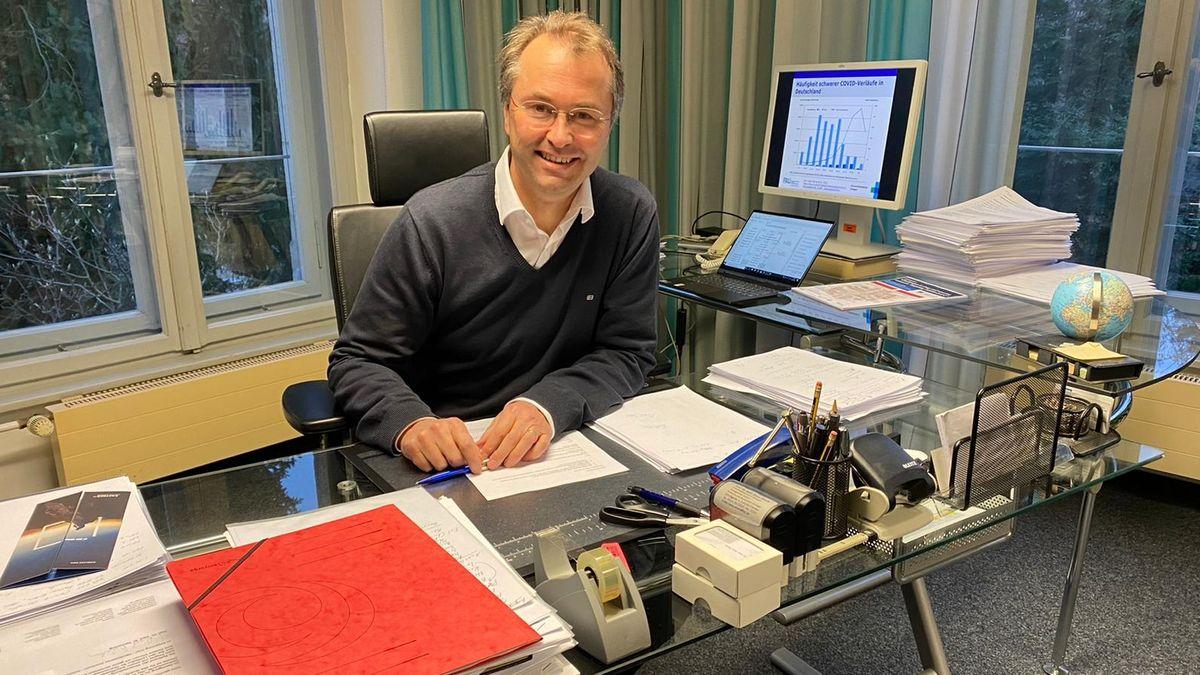 Prof. Klaus Überla, Direktor Virologisches Institut Uni Erlangen