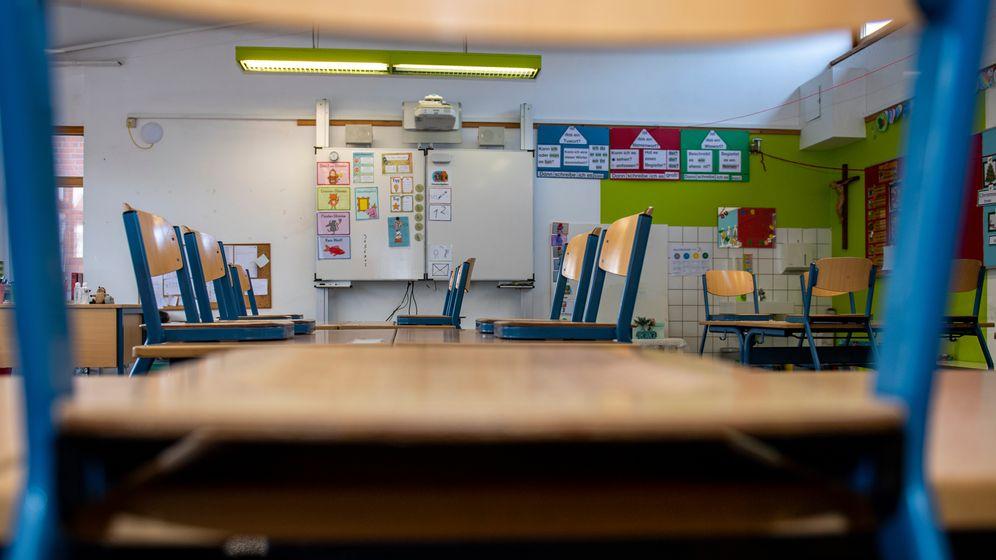 Leeres Klassenzimmer in einer Schule. | Bild:picture alliance / Inderlied/Kirchner-Media | Inderlied/Kirchner-Media