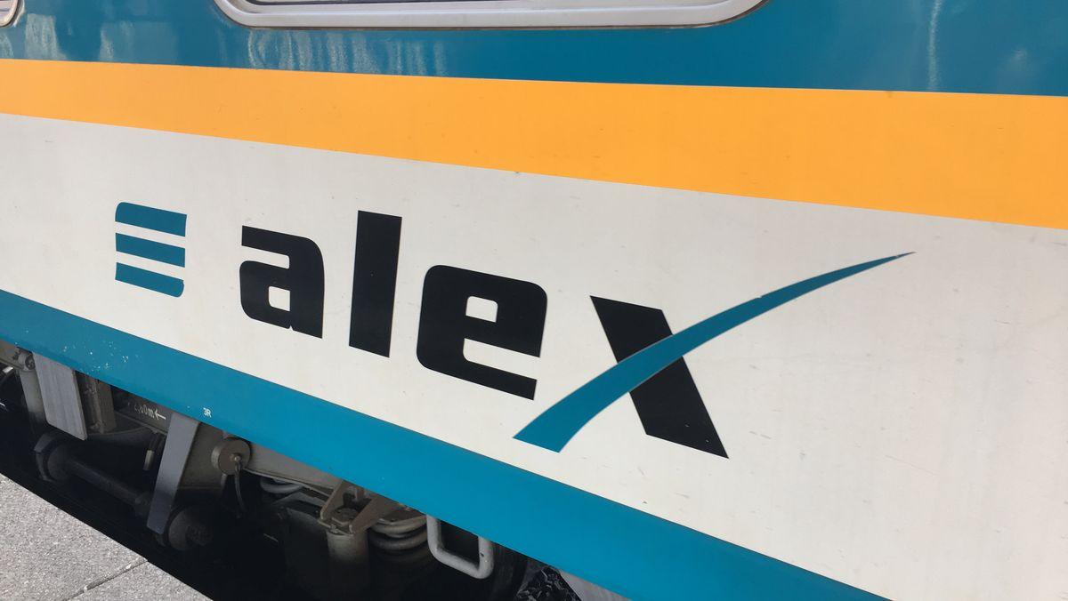 Das Alex-Logo auf einem Zug